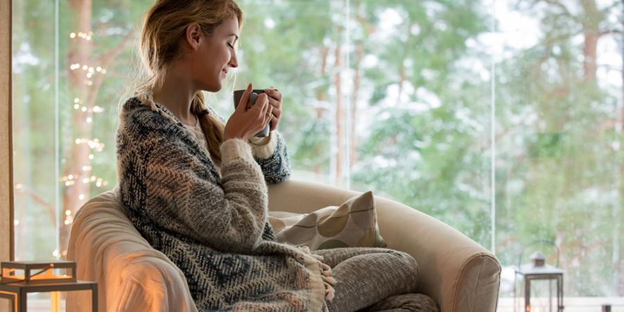 寒い冬は家の中でも冷え対策が必須! おすすめの方法とは?