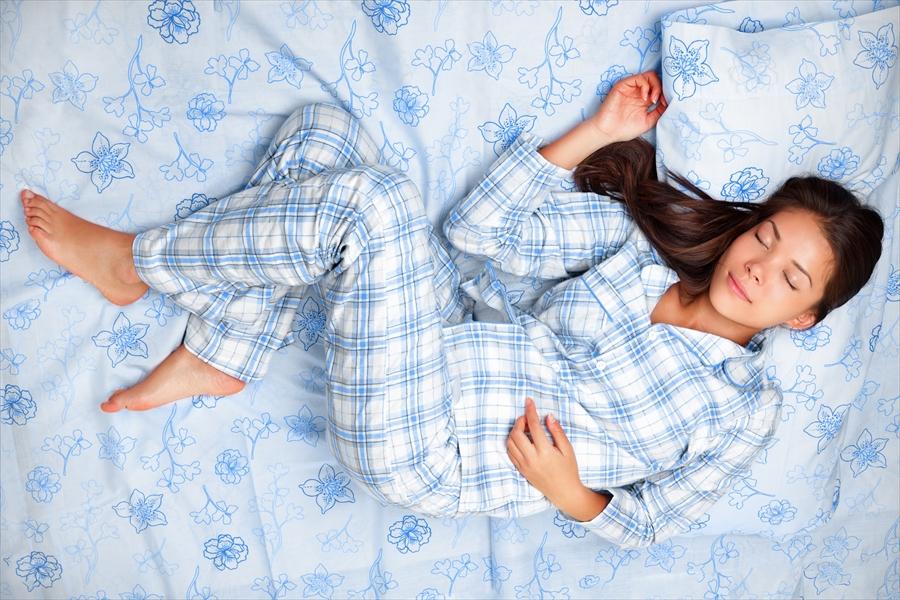 寝るときにパジャマが必要な理由と選び方