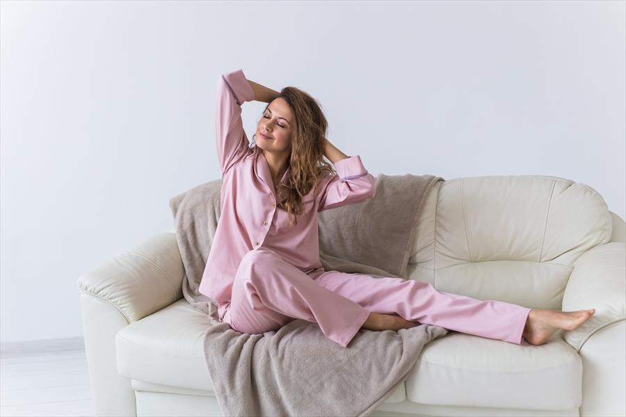 パジャマの定義って?リモートワーク中の部屋着の選び方